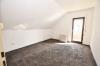 **VERKAUFT**DIETZ: 2-3 Zimmerwohnung mit SÜD-LOGGIA, modernem Tageslichtbad mit Wanne und KFZ-Stellplatz im 3 Fam.Haus - Schlafzimmer 1 von 2