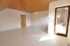 **VERKAUFT**DIETZ: 2-3 Zimmerwohnung mit SÜD-LOGGIA, modernem Tageslichtbad mit Wanne und KFZ-Stellplatz im 3 Fam.Haus - Wohnzimmer mit Loggia