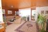 **VERKAUFT**DIETZ: TOP gepflegter Bungalow mit Garage, Garten und 640 m² Grundstück! In Feldrandlage - Blick in den Wohnbereich