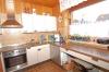 **VERKAUFT**DIETZ: TOP gepflegter Bungalow mit Garage, Garten und 640 m² Grundstück! In Feldrandlage - Blick in die Küche