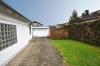 **VERKAUFT**DIETZ: Großzügige modernisierte Immobilie für 2 Generationen mit 2 Garagen und 786 m² Grundstück!! - Blick Richtung Garage