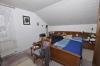 **VERKAUFT**DIETZ: Großzügige modernisierte Immobilie für 2 Generationen mit 2 Garagen und 786 m² Grundstück!! - Schlafzimmer 1 im OG