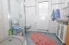 **VERKAUFT**DIETZ: Neuwertiger moderner Bungalow , Baujahr 2008, ideal für jung und alt. Mit Garage, EBK, Garten uvm.! - Tageslichtbad 1