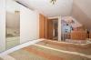 **VERKAUFT**DIETZ: Zweifamilienhaus mit großer Garage, Vollkeller, Terrasse und Hofeinfahrt - Schlafzimmer 1 von 2 OG