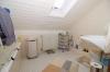**VERKAUFT**DIETZ: Vermietetes 3 Familienhaus mit 639 m² Grundstück in ruhiger Lage !! - Badezimmer im DG