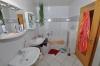 **VERKAUFT**DIETZ: Heimeliges Reihenhaus mit Viel Platz zum kleinen Preis! EBK, 2 Bäder, G-WC, Keller, uvm. - Bad mit Wanne und Dusche
