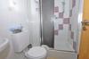 **VERKAUFT**DIETZ: Heimeliges Reihenhaus mit Viel Platz zum kleinen Preis! EBK, 2 Bäder, G-WC, Keller, uvm. - Duschbadezimmer (DG)