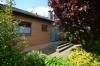 **VERKAUFT**DIETZ: TOP gepflegter Bungalow mit Garage, Garten und 640 m² Grundstück! In Feldrandlage - Hauseingang
