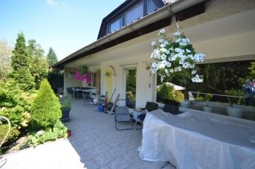 **VERKAUFT**DIETZ: Großzügiger Bungalow mit innenliegender Einliegerwohnung und tollem Grundstück!, 64859 Eppertshausen, Einfamilienhaus