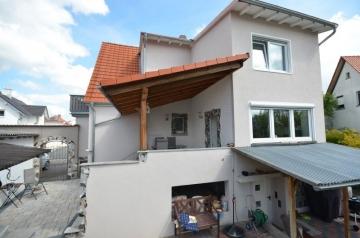 **VERKAUFT**DIETZ: Kernsaniertes Einfamilienaus mit Gästehaus in familienfreundlicher Wohnlage, 64859 Eppertshausen, Einfamilienhaus