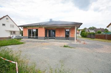 **VERKAUFT**DIETZ: Bungalow im erweiterten Rohbau wartet auf Fertigstellung!, 64823 Groß-Umstadt, Einfamilienhaus