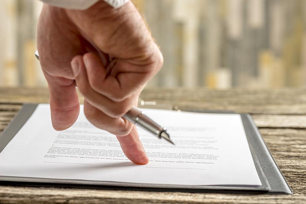 Bild eines unterschriftsreifen Vertrags zur Unterzeichnung